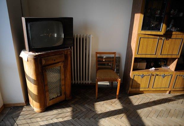 В квартире повсюду раритетная мебель, некоторые предметы привезли в 1944 году из Москвы
