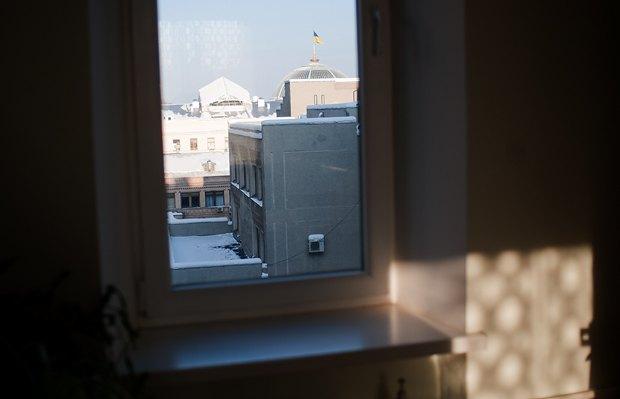 Вера Алексеевна говорит: флаг на куполе ВР для нее - флюгер, она по нему определяет направление ветра