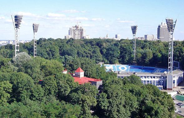 Памятник Валерию Лобановскому, чьё имя носит стадион