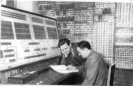 6 тисяч радіоламп потребували багато електроенергії і дуже нагрівали приміщення