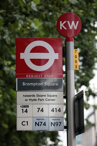 Такой столб стоит на каждой остановке в Лондоне. А у нас только язык по Киеву проведет.