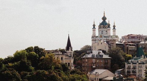 Загрузить увеличенное изображение. 640 x 354 px. Размер файла 55156 b. Андреевская церковь,вид с Андреевского спуска. Фото: Subtle Shade на Flickr.com