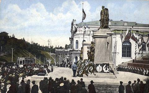 Памятник Александру-освободителю, разрушенный в 1919 году