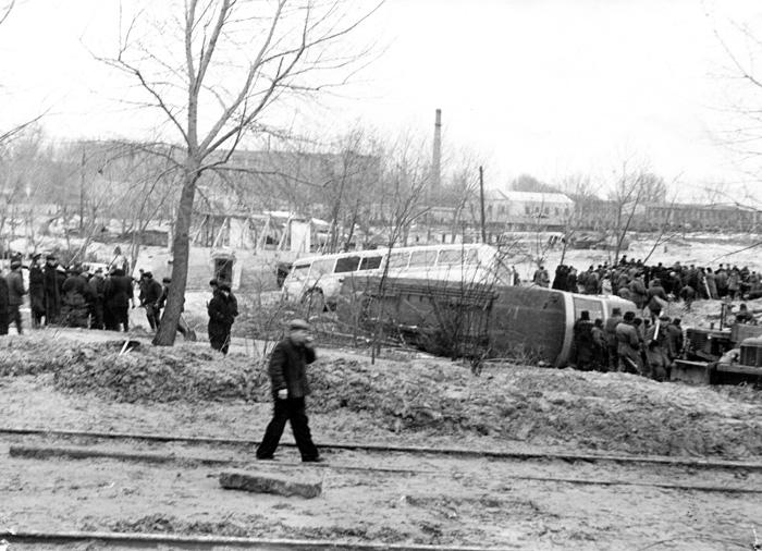 Работы по откапыванию трамвая и троллейбуса, оказавшихся в эпицентре трагедии