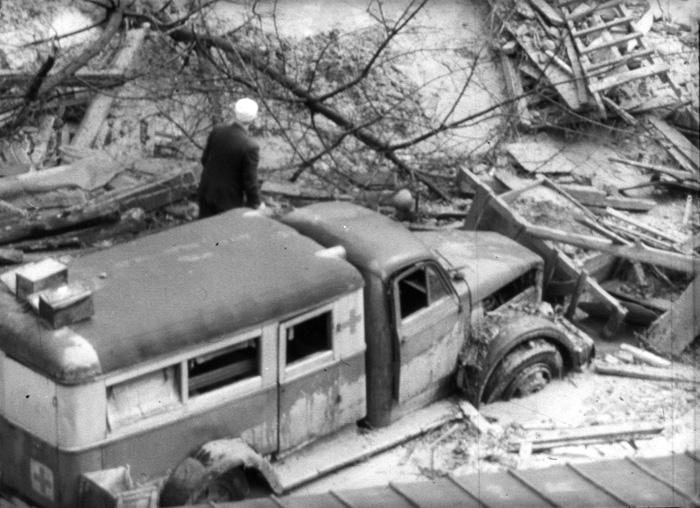 "Разбитая машина ""Скорой помощи"" на месте аварии"