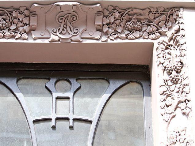 Ініціали Родзянко на фасаді будинку