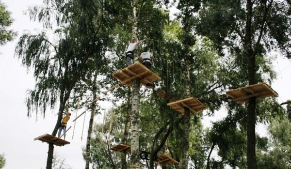 На территории Парка Дружбы Народов действует веревочный парк с различными  уровнями сложности. Проверить свою выносливость и равновесие можно на  препятствиях ... 96c0c4ad9c4